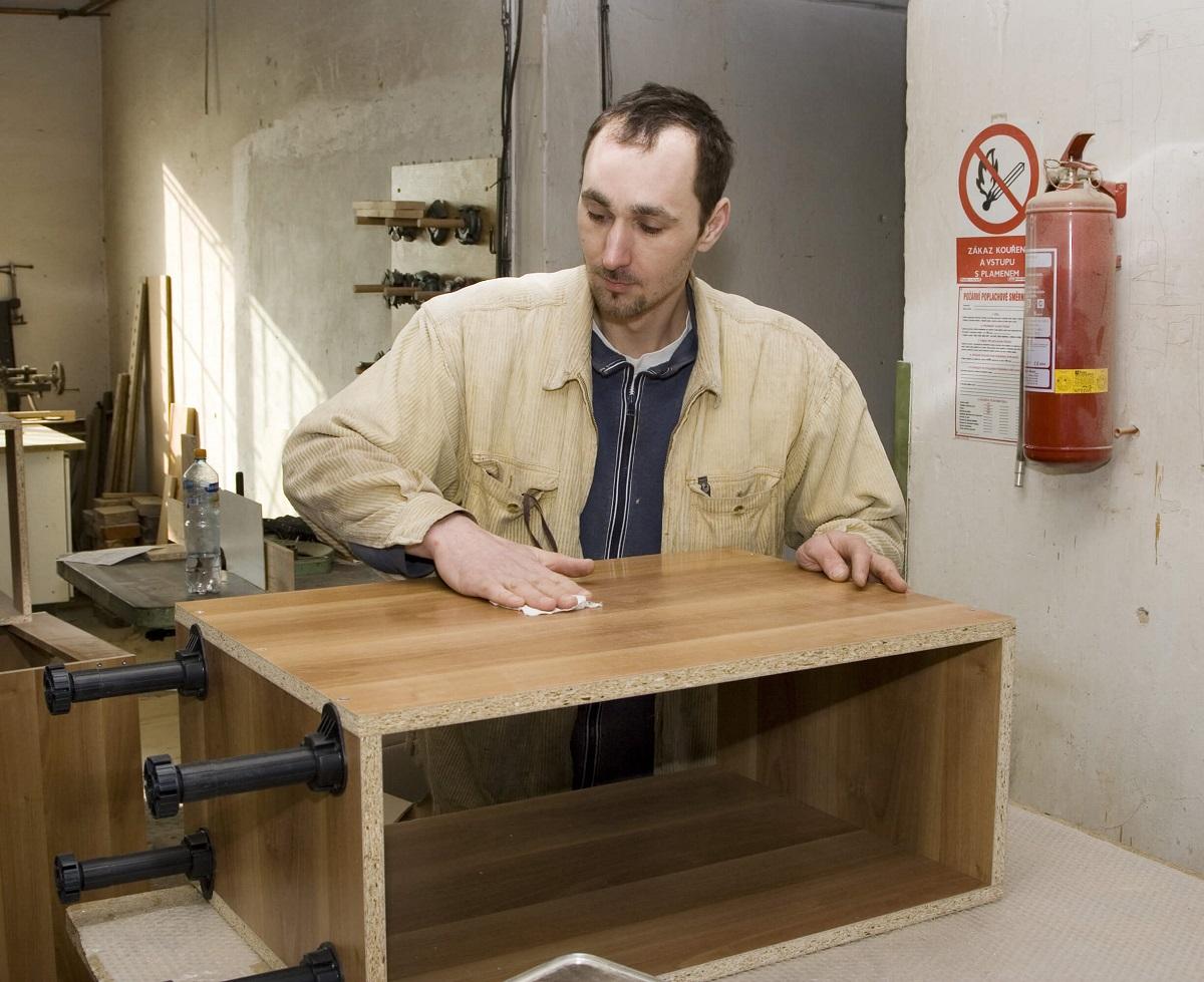 stolarz robiący meble na wymiar w Białymstoku